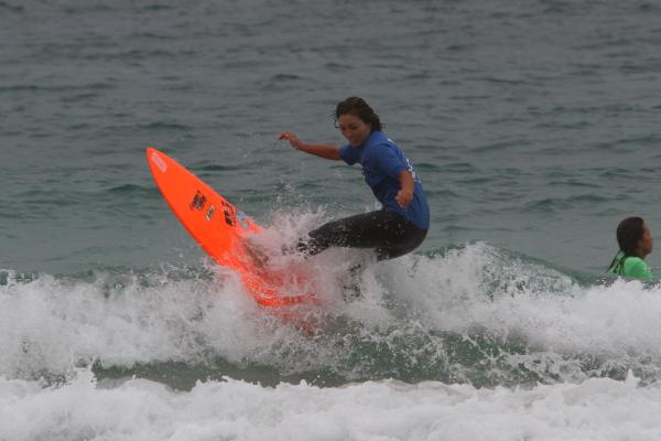 4位:Mikiプロ 力のない波で軽快で素早いコースターを披露!
