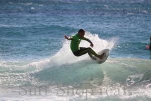 波から飛び出すようなスラッシュ!