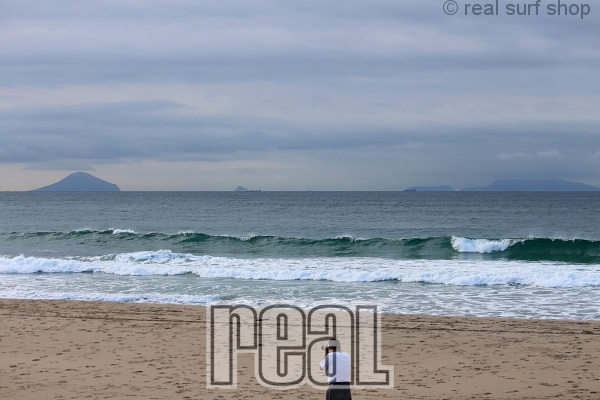 今日も波は残ってます。