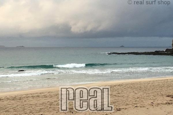 静かなビーチ。