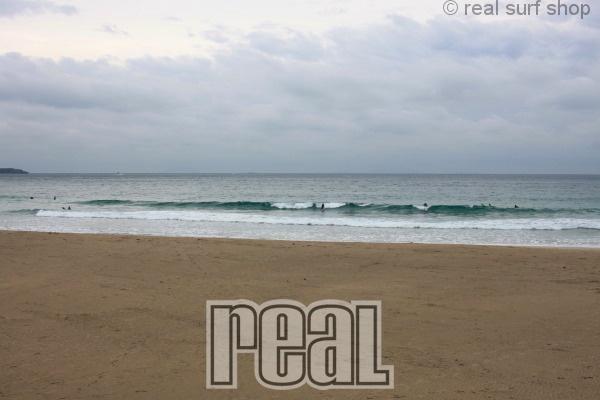今日もワイドな波。