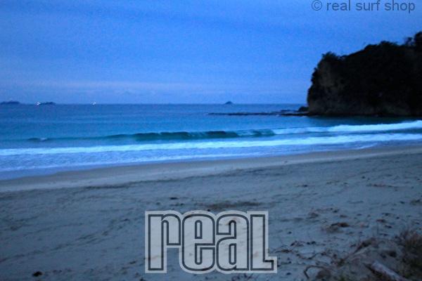 波は小さく暗い朝。