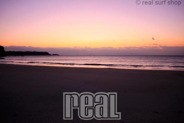 波は小さいですが、キレイな朝焼け。