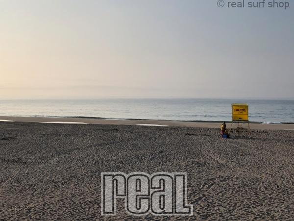 今朝も潮が多くてショアブレイク。