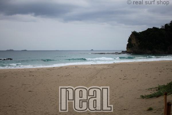 波数は少なく、静かな海。