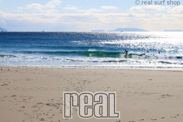 波は少しあります。
