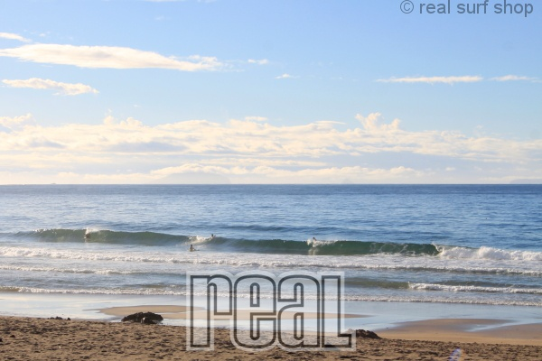 昨日サイズアップした波はダウン。