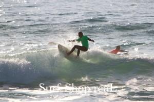 4th : Bobb ミニシモンズで大人のサーフィンを見せた。