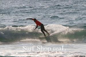 3rd : Manabu 持ち前の軽いサーフィンで軽快に波をスライス!